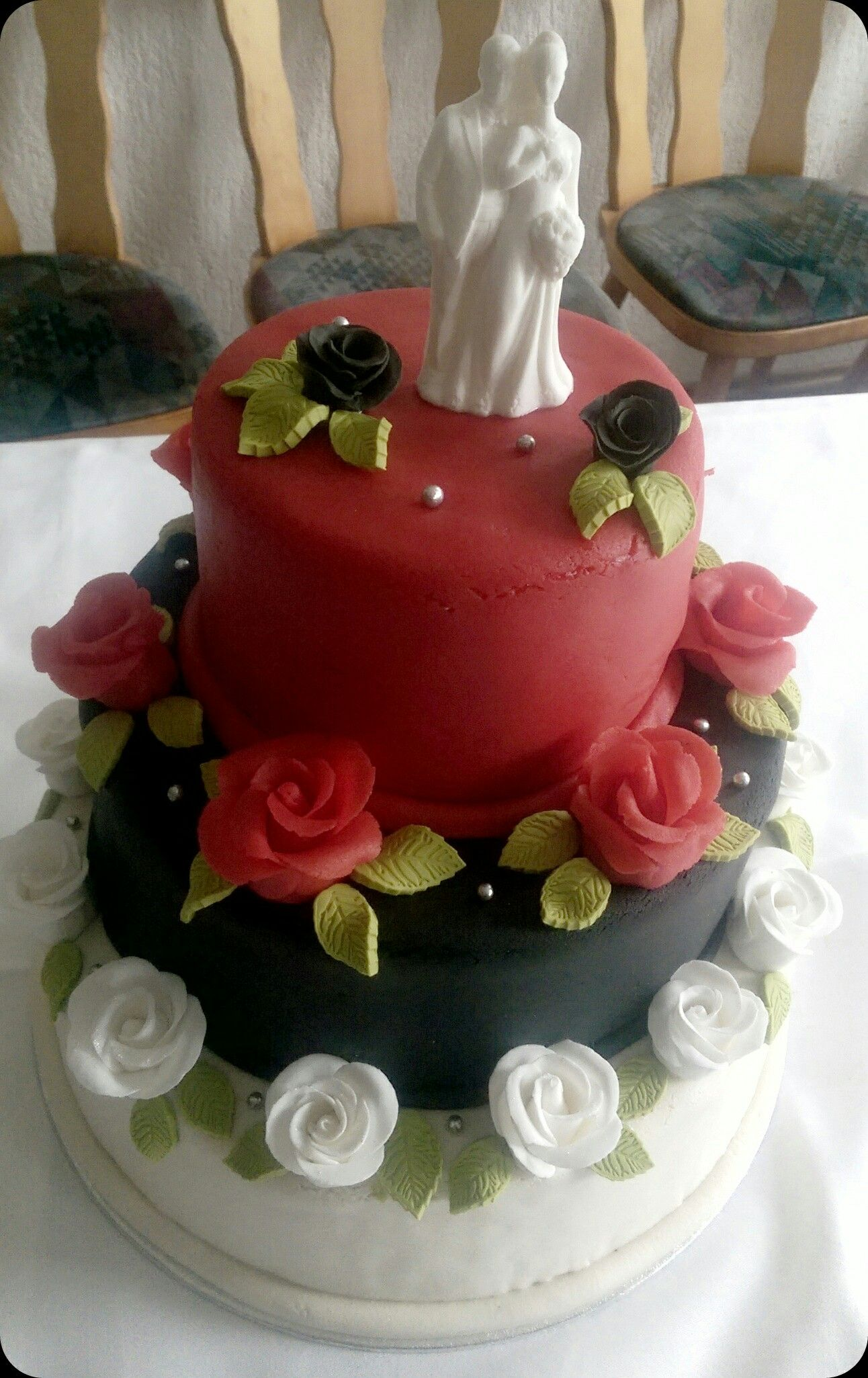 3 Stockige Hochzeitstorte Mit Erdbeer Schoko Und