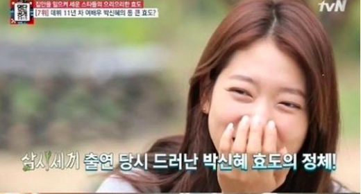 Park Shin Hye Helps Wait on Tables at Her Parents' Restaurant