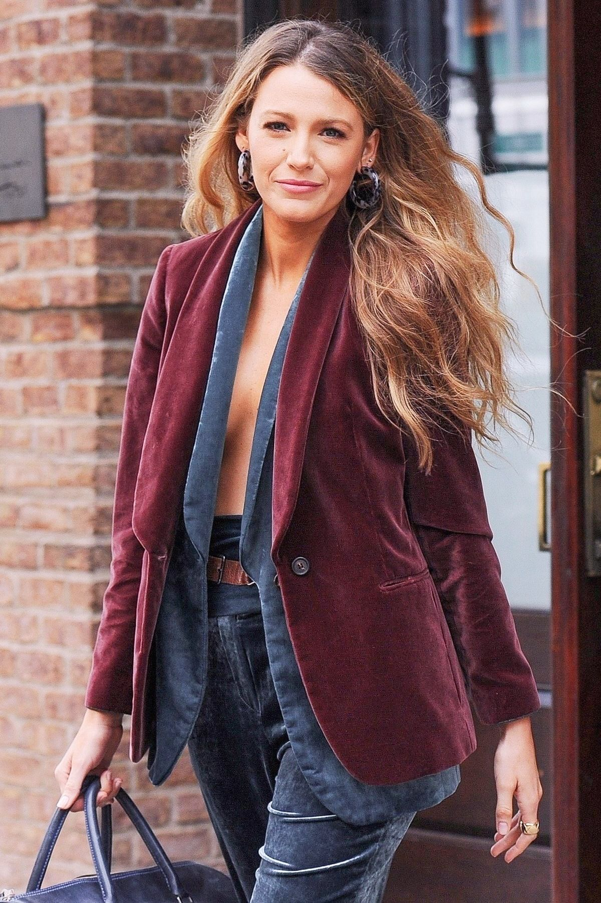 The Blake Of Lively In 2020 Honey Brown Hair Color Blake Lively Hair Color Honey Hair Color