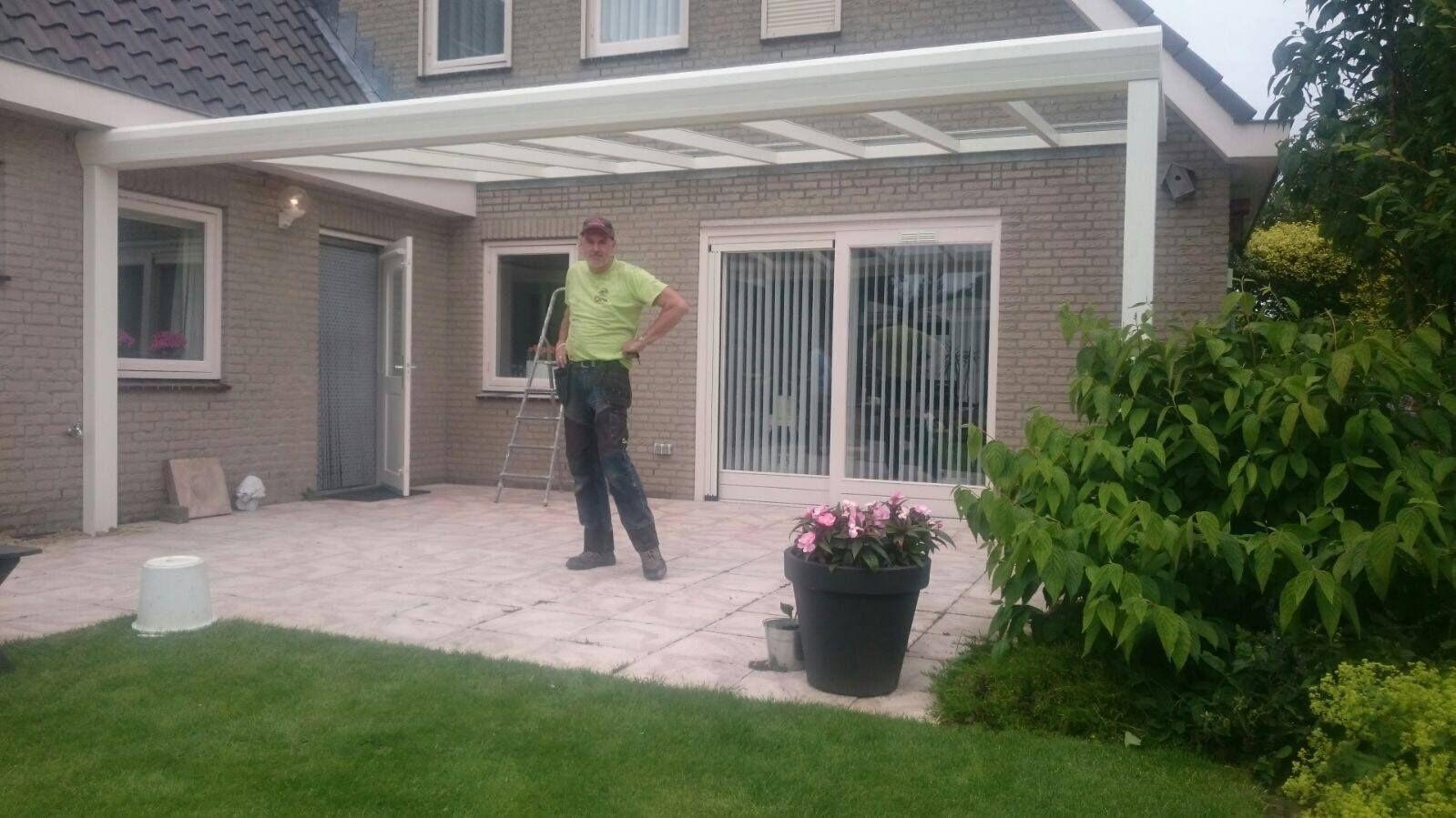 Veranda Aluxe Topline geplaatst in Ravenstein.  #veranda #aluxe #aluxetopline #topline #verandasproducten #tuin #garden #gardering #placeforfamily #ravenstein