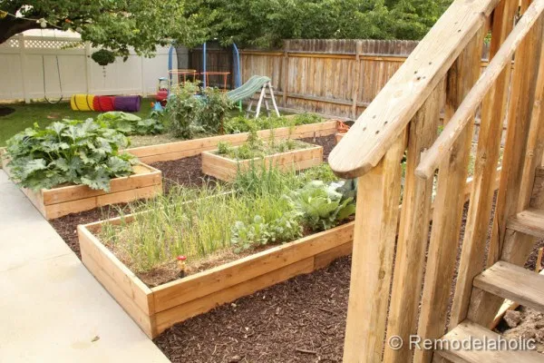 Remodelaholic | Custom Raised Garden Boxes