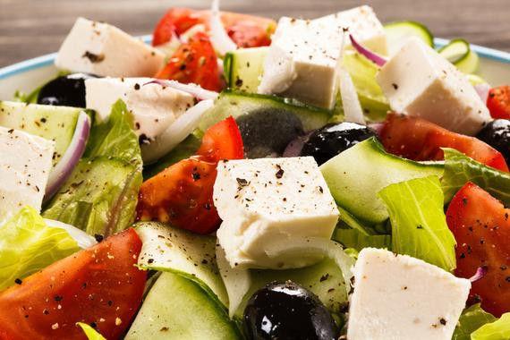 <p>Una dieta mediterránea rica en grasas vegetales como aceite de oliva virgen extra y frutos secos no implica un aumento de peso en comparación con una dieta baja en grasas. / / Fotolia</p>