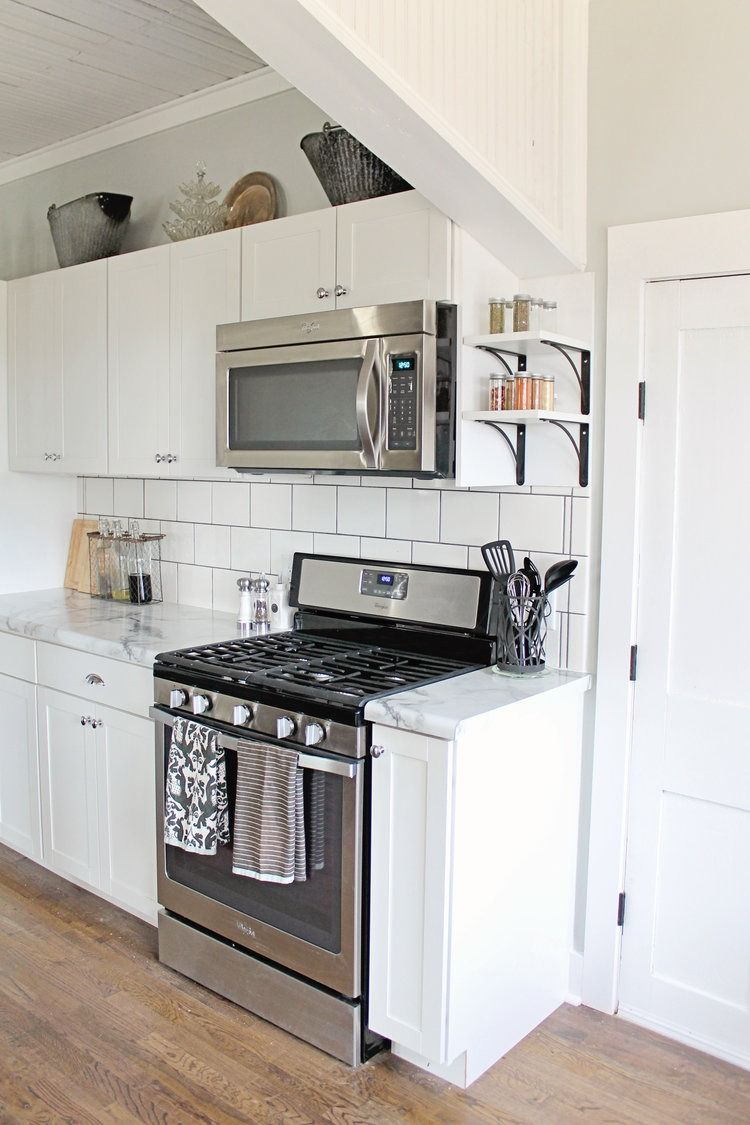 Fixer upper marble kitchen - Elizabeth Burns Design Budget Farmhouse Kitchen Renovation Fixer Upper White Shaker Cabinets Formica Calacatta Marble Counter Subway Tile