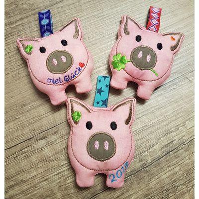 Rechtzeitig zu Silvester haben wir ein Glücksschweinchen für 2018 als ITH-Stickdatei erstellt. Diese Glück wird im Stickrahmen mit der Sticki erstellt. Die anderen zwei Glücksschweinchen welche das ganze Jahr über als Glücksbringer... #happynewyear