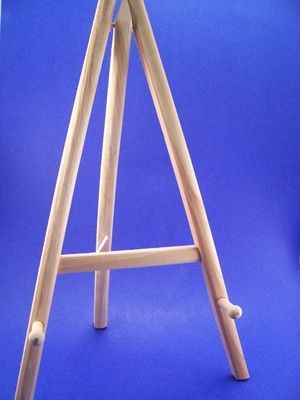 How To Make A Table Top Easel Ehow Diy Easel Pegboard Display Wooden Easel