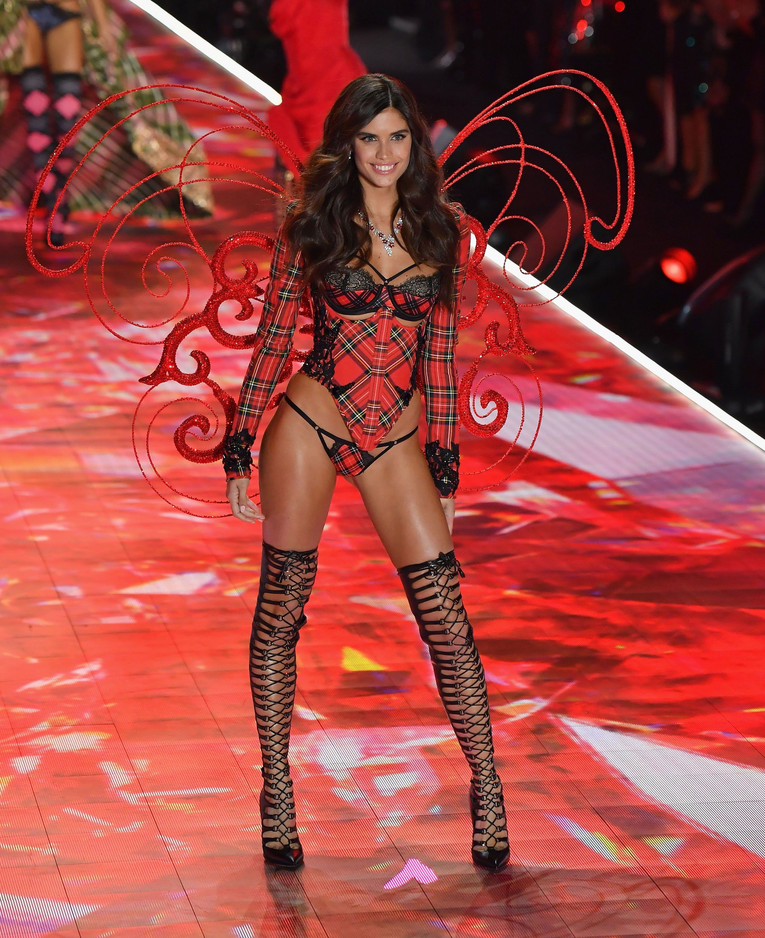 10 Victoria's Secret Models Share The One Beauty Product