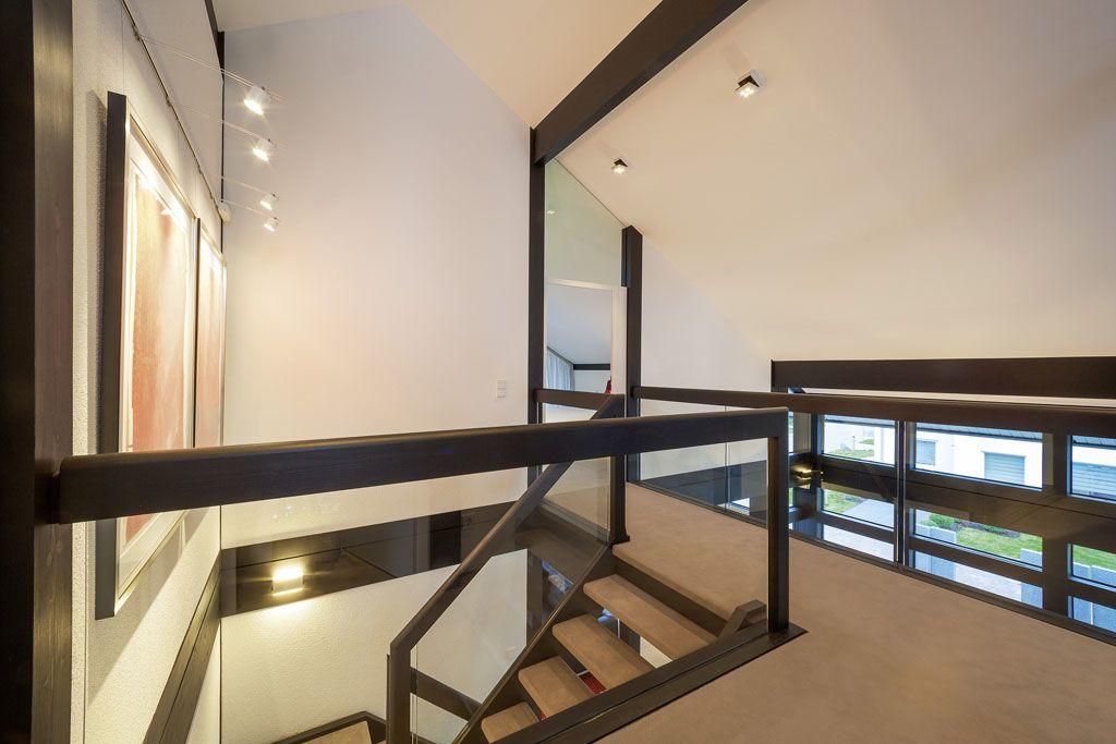 offenes treppenhaus mit viel glas und licht im huf haus fachwerk von huf haus pinterest. Black Bedroom Furniture Sets. Home Design Ideas