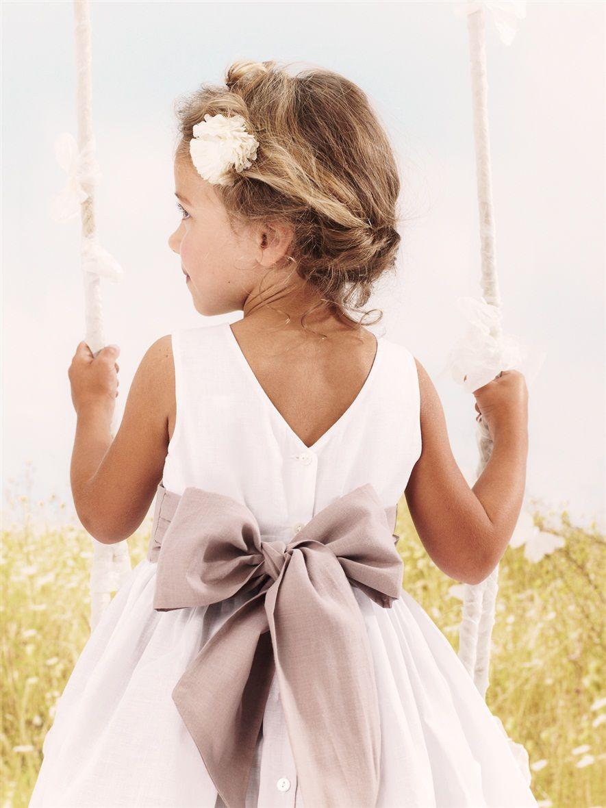 coiffure enfant coiffure de c r monie pour petite fille chapeaux cloches dos nus et barrette. Black Bedroom Furniture Sets. Home Design Ideas