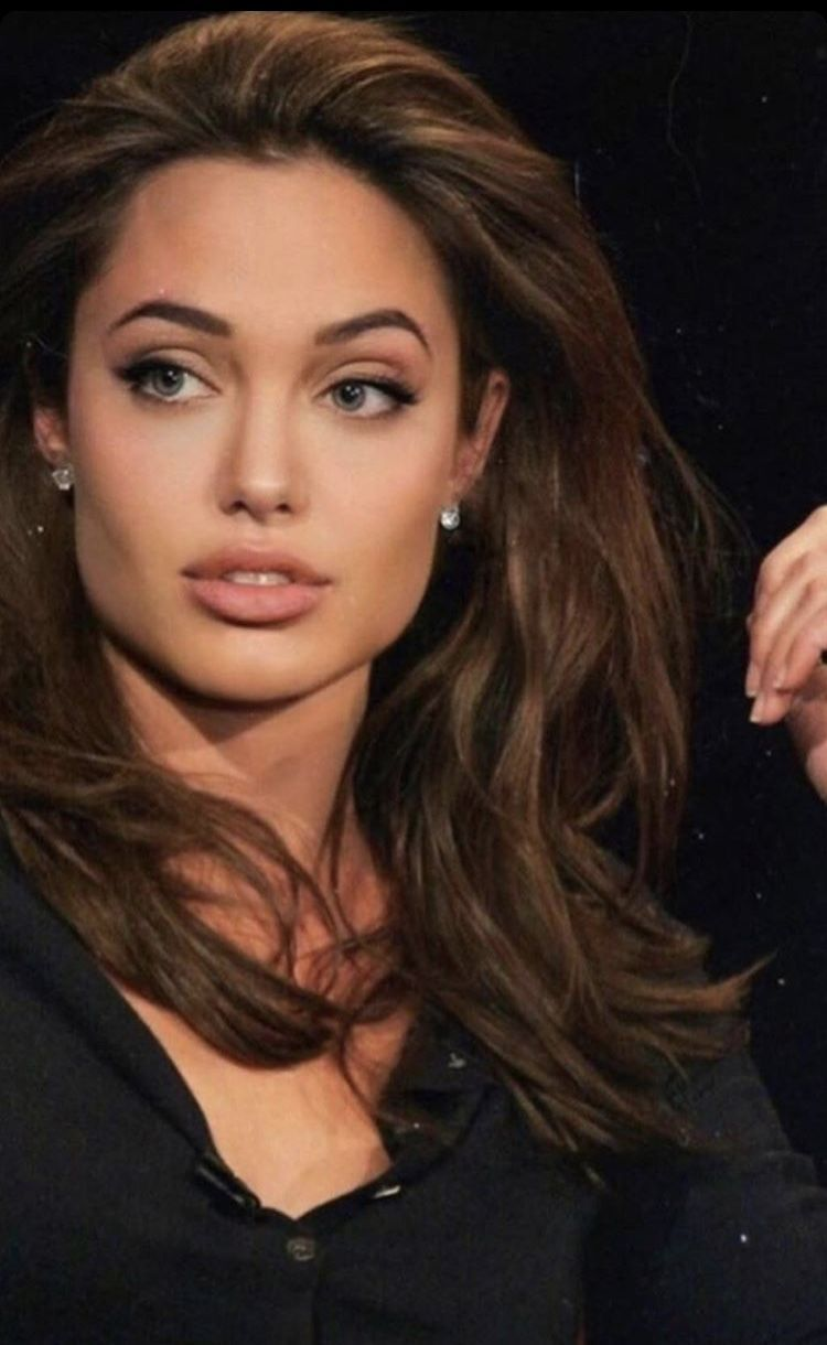 Angelinajolie Celebritystyle Hollywoodactresses In 2020 Angelina Jolie Hair Angelina Jolie Face Angelina Jolie Photoshoot
