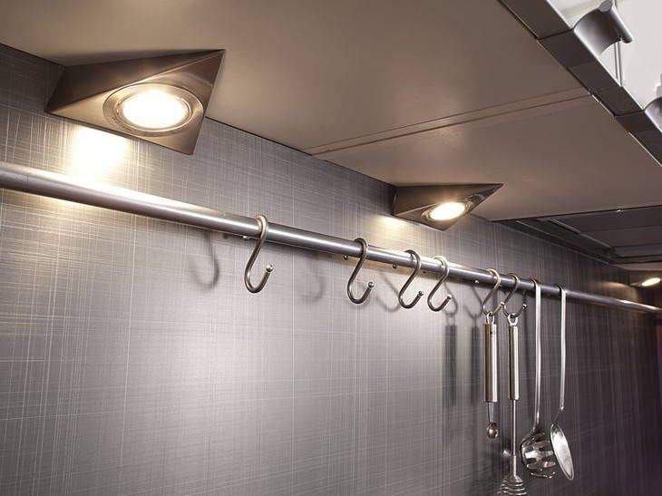 Http www casanaute com photo spots de cuisine leroy merlin 3502359 4660 ces spots triangulaires de chez leroy merlin iront très bien dans une cuisine