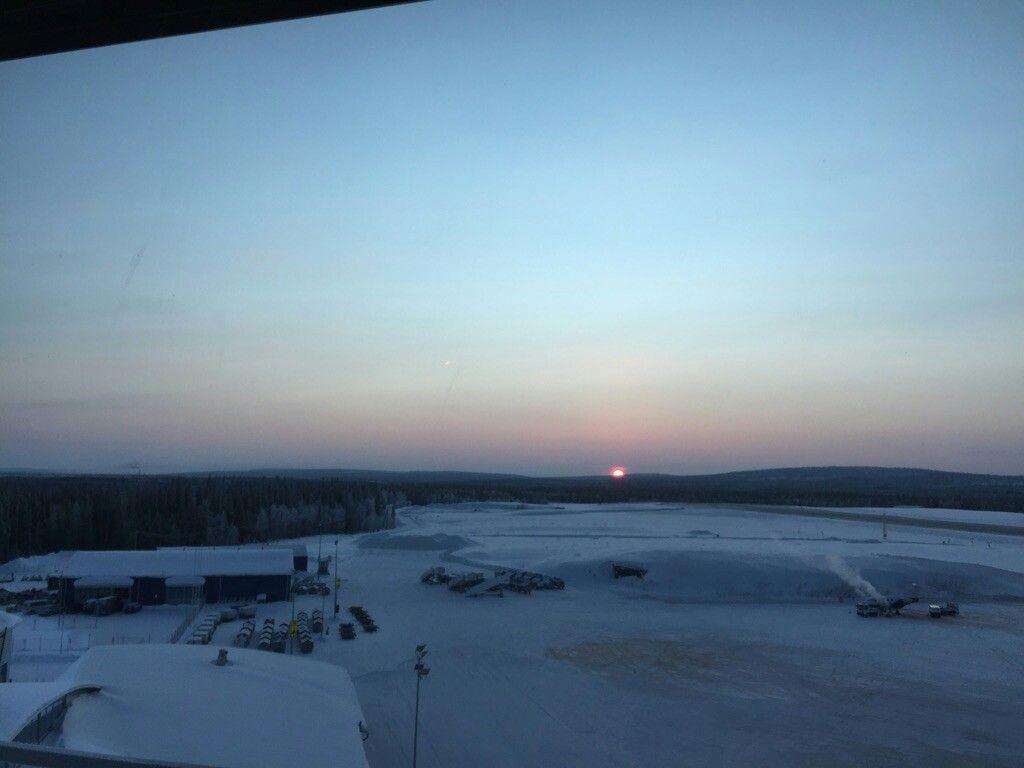 Aurinko kaamoksen jälkeen Kittilän lentokentällä. 7.1.2016