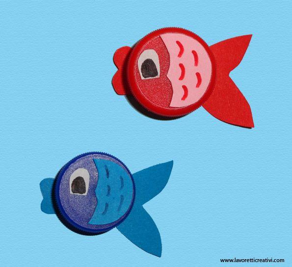 Lavoretti con tappi di plastica pesci in estate for Lavoretti con abbassalingua