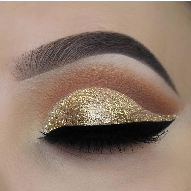 Stunning golden eyeshadow