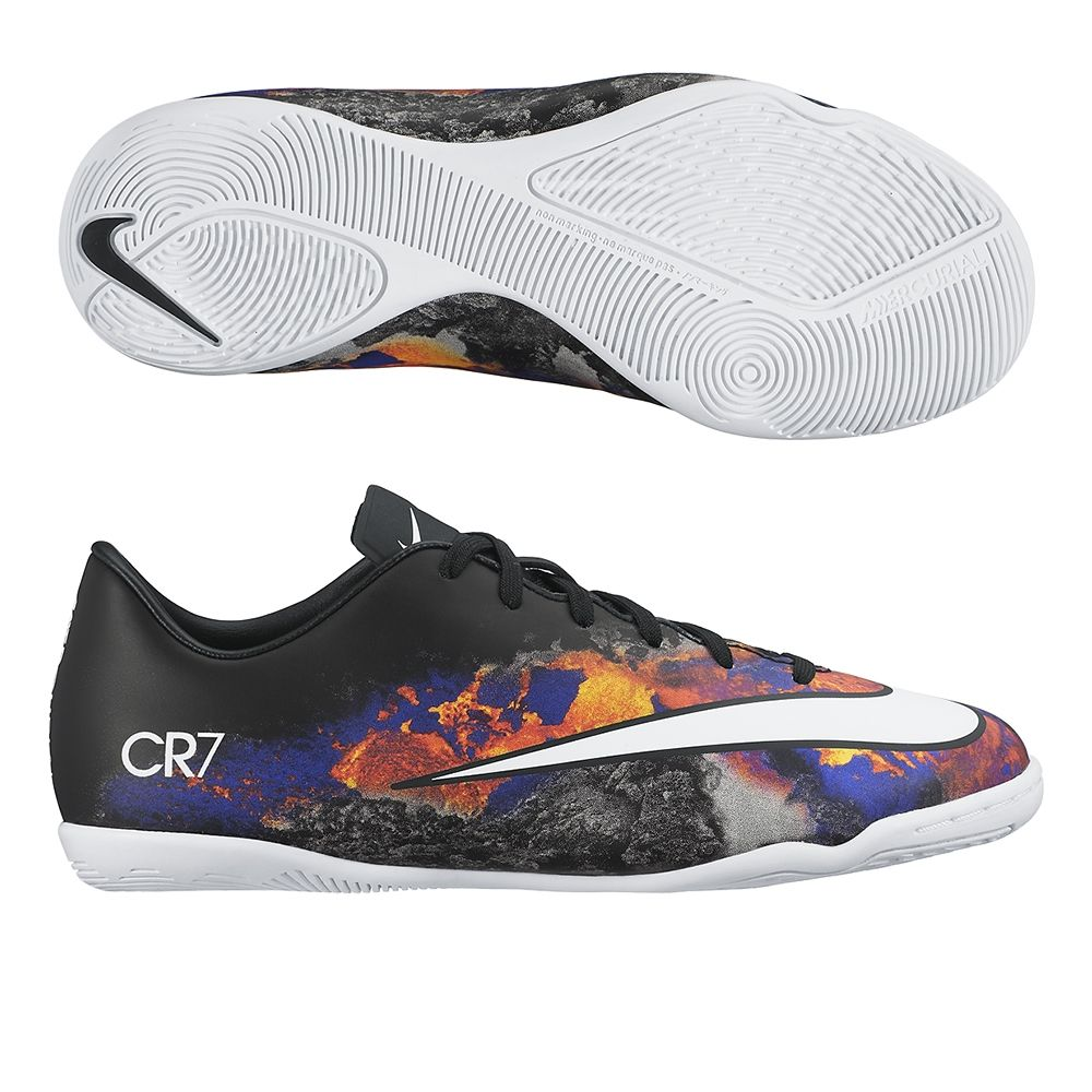 Kids can dominate indoor soccer with the Junior Nike CR7 Mercurial Victory indoor  soccer shoes.