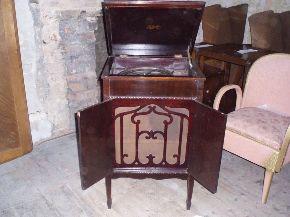 ANTIQUE GRAMOPHONE CABINET with NOT WORKING gramaphone Collect Delivery or  Post - ANTIQUE GRAMOPHONE CABINET With NOT WORKING Gramaphone Collect