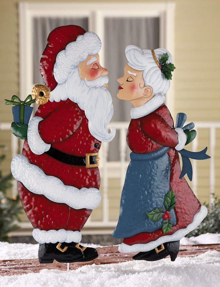 Kissing Santa Or Mrs Claus Christmas Outdoor Metal Garden Stake Lawn Yard Decor