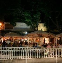 Mangoes Restuarant - 12 min walk from hotel - seafood with large patio overlooking streets