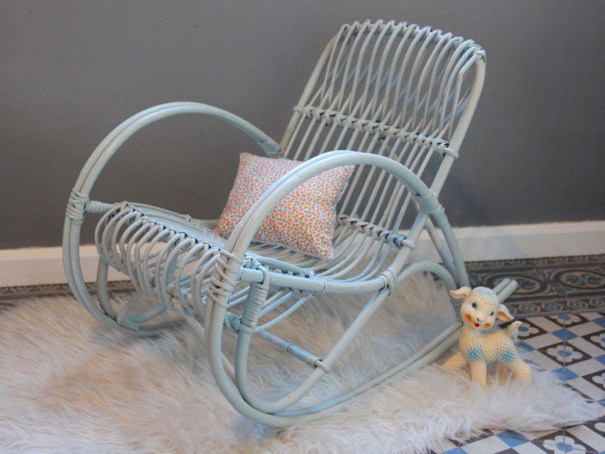fauteuil bascule en rotin peint way of life fauteuil. Black Bedroom Furniture Sets. Home Design Ideas