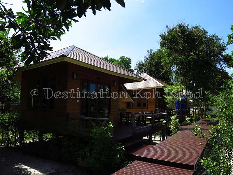 The 2 bungalows with private wooden terraces @ Ra Beang Mai (Koh Kood, Thailand)