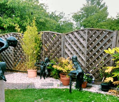 Outdoor screening area | Contemporary gardens | Oxford Garden Design ...