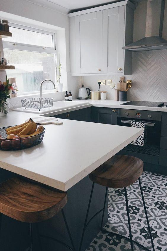 Two-tone grey kitchen #greykitchendesigns