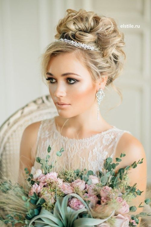 Bridal Hairstyles With Pieces Headbands Tiaras Wedding Hairstyle Without Veil Updo Hair Loose Curls Tiara