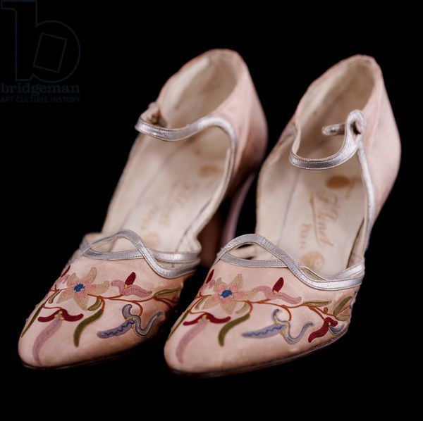 Embroidered shoes, c.1920-30 (silk satin embroidered with flowers & leaves)