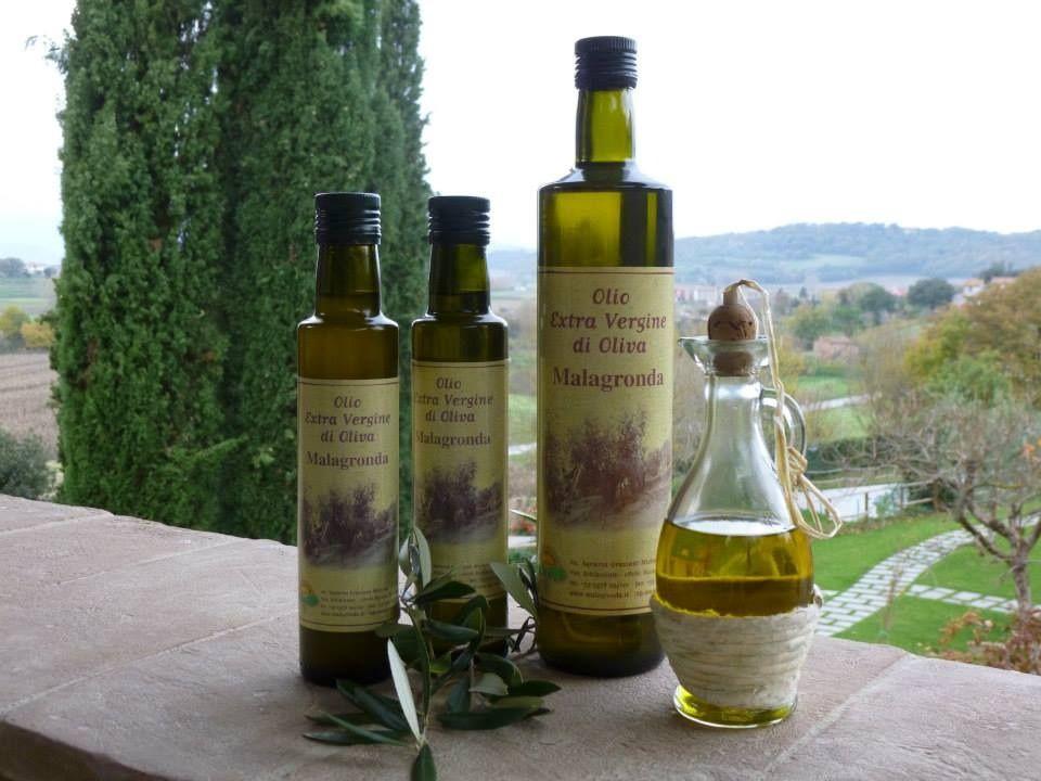 Kylmäpuristettu extra vergine-oliiviöljy on umbrialaisen keittiön peustarvike