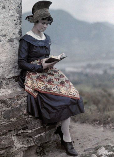 Hans Hildenbrand. A young girl sits against a wall and reads. Spitz, Austria.