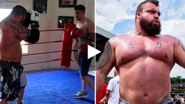 Eddie Hall Le Strongman Affronte Un Boxeur Pro Sur Un Ring