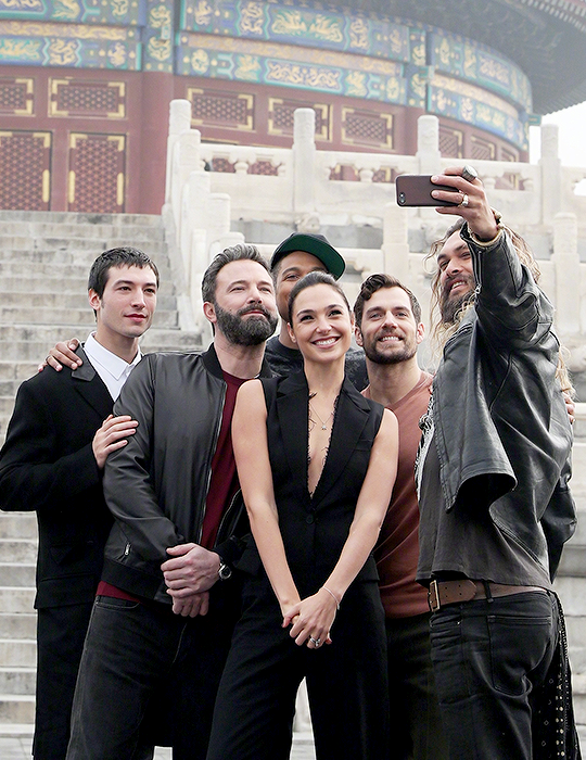 Gal Gadot And The Justice League Cast Visit The Temple Of Heaven In Beijing China Justice League Cast Gal Gadot Justice League
