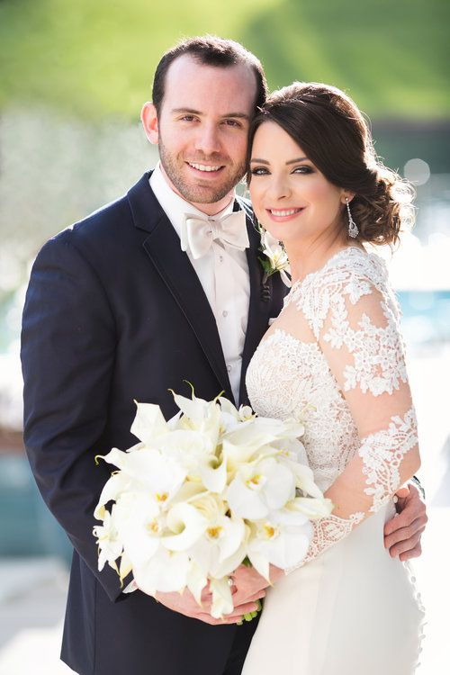 OBSESSED with this bride's calla lily bouquet and lace sleeve wedding dress for her classic and elegant wedding! | A Day To Remember