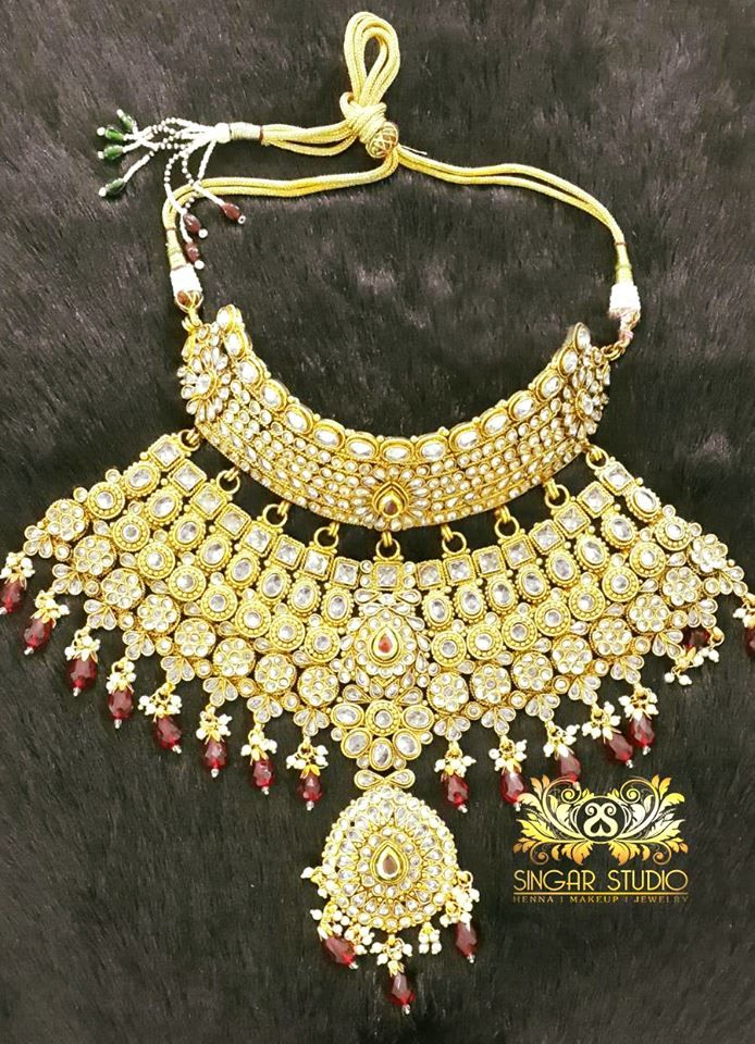Stunning Kundan Set Features An Intricate Design with Beautiful Red Coloured Stones.This Set is Perfect for Traditional Indian Attire or to Add Indian Flair to Any Look !!! #Sparkling #kundan #Kundan #Rubys #ruby #redstones #Earrings #maangtikka #sparkle #Bridal #bride #kundans #necklace #desi #desibride #bollywoodjewelry #desijewelry #bollywoodfusion #dubai #mumbaifashion #vamadesigns #singarjewelry #Earrings #gold #desibeautyblog #asiana #asian #dressyourface #instafashion #picoftheday…