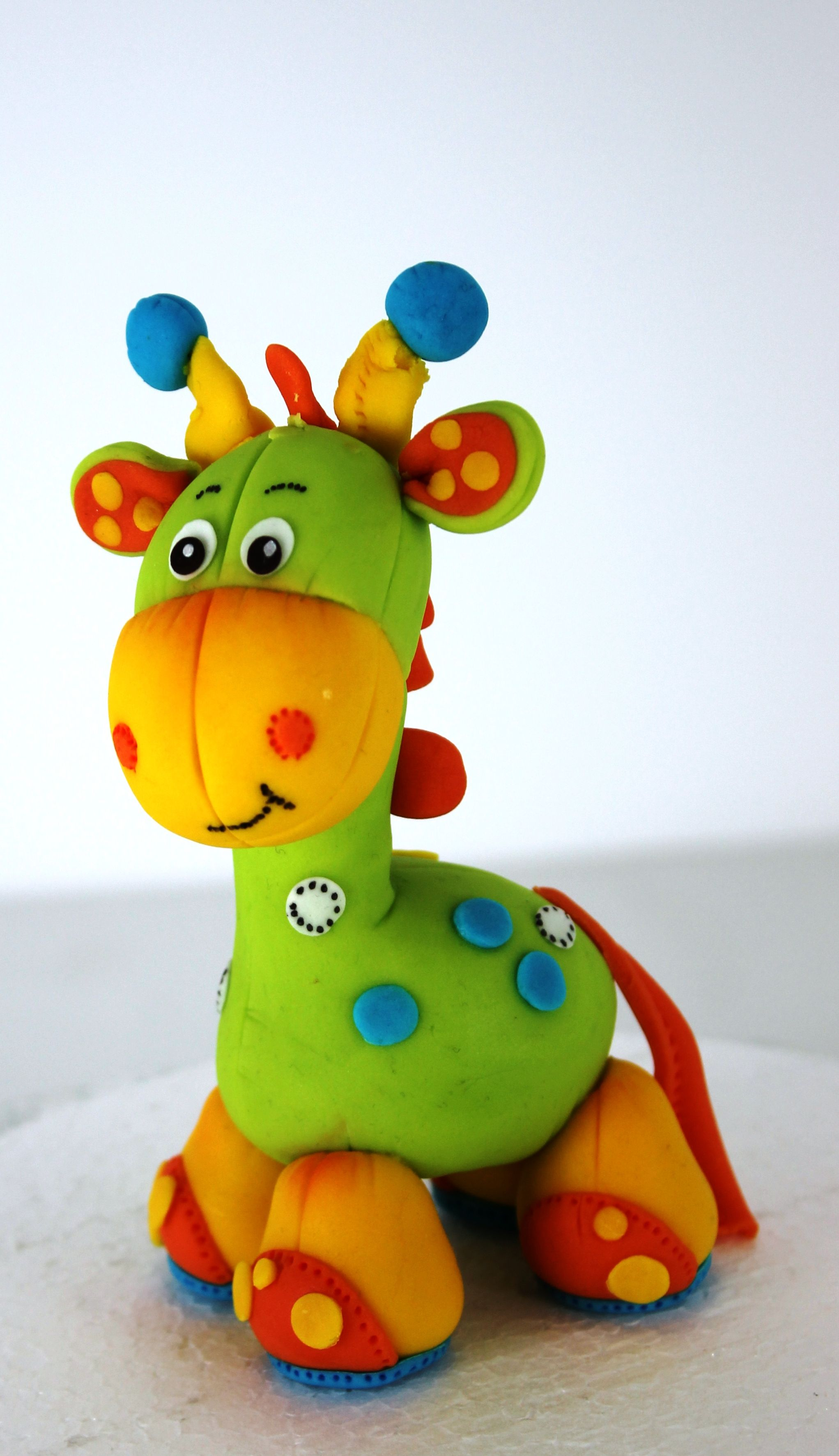 colorful giraffe polymer clay fondant tiere fondant. Black Bedroom Furniture Sets. Home Design Ideas