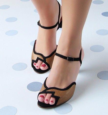 f2f490af262 Chie Mihara    Colección Diseños De Zapatos