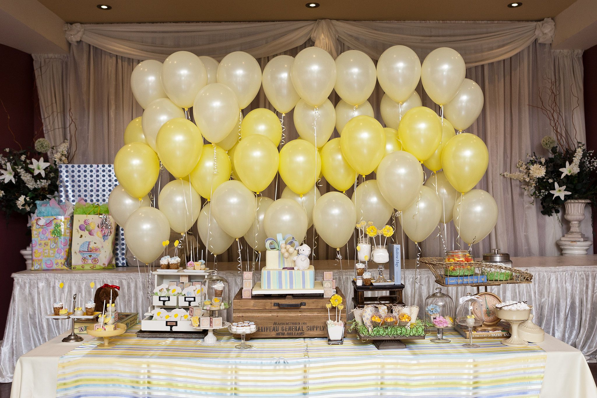 Ombré Balloon Backdrop | Balloon backdrop, Party backdrops and ...