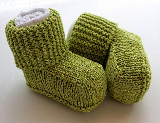 Patrón de tejido libre para botines Uggs Baby y más patrones de ...