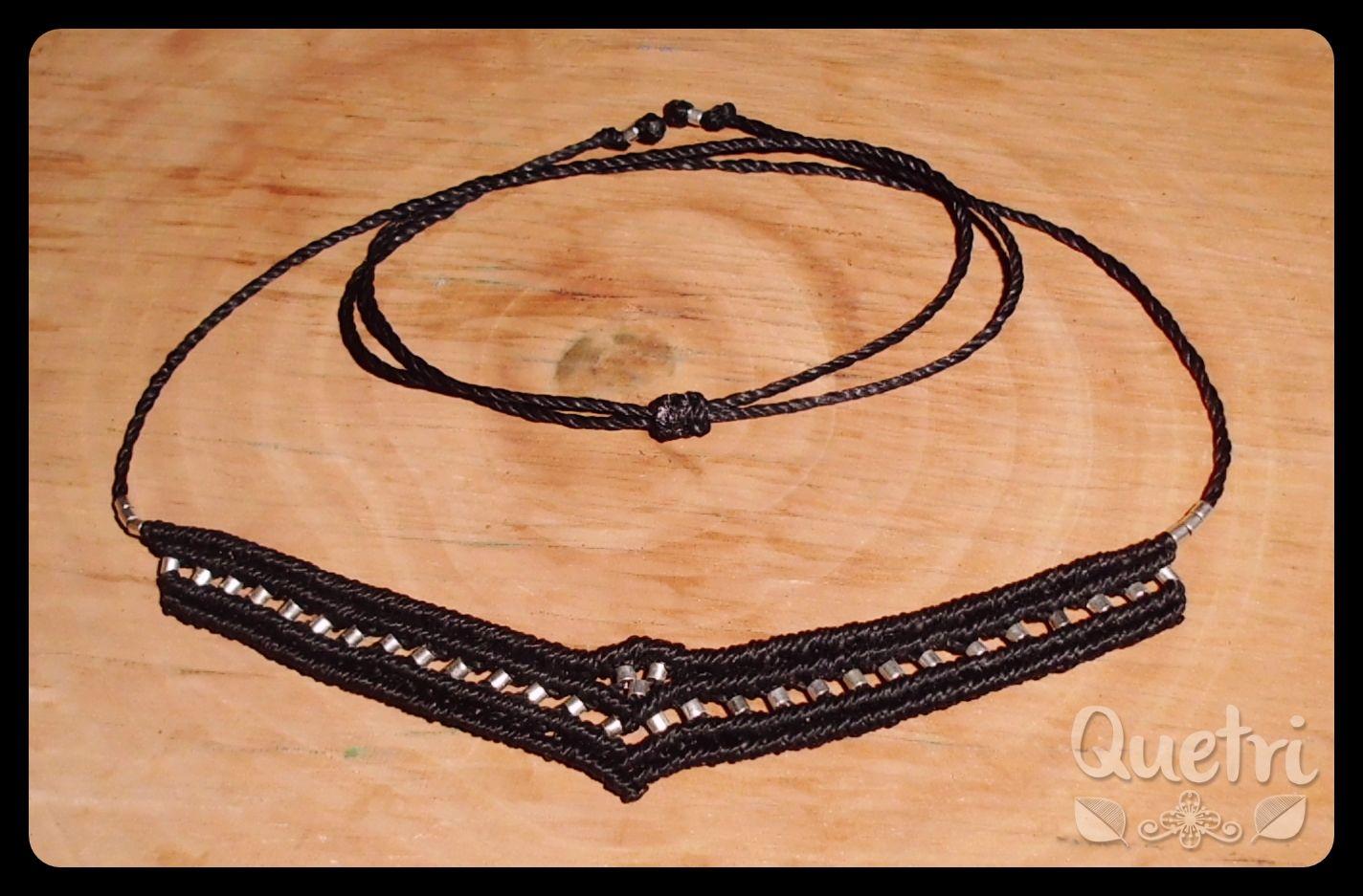 Collar negro con mostacillas plateadas  #collar #macramé #negro #mostacilla #plateado