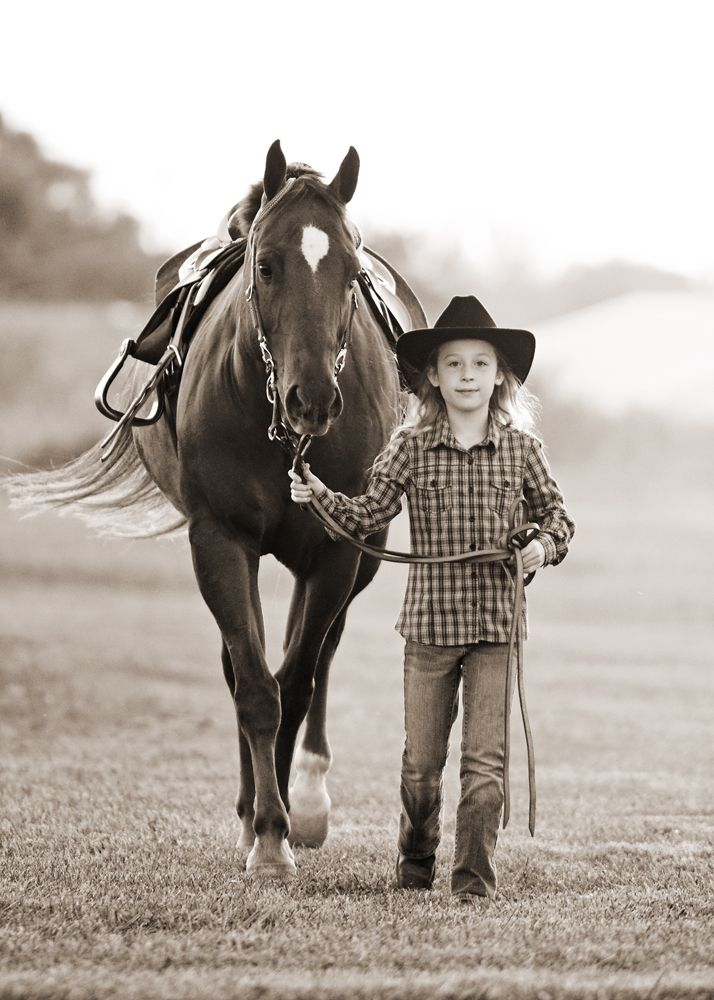 Horses + people / Stephanie Moon photo.