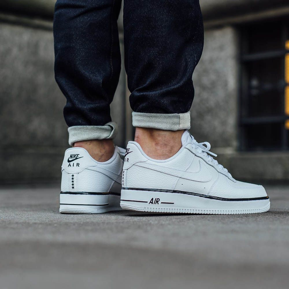 NIKE Air Force 1 Low White with black foxing stripe  53e025579