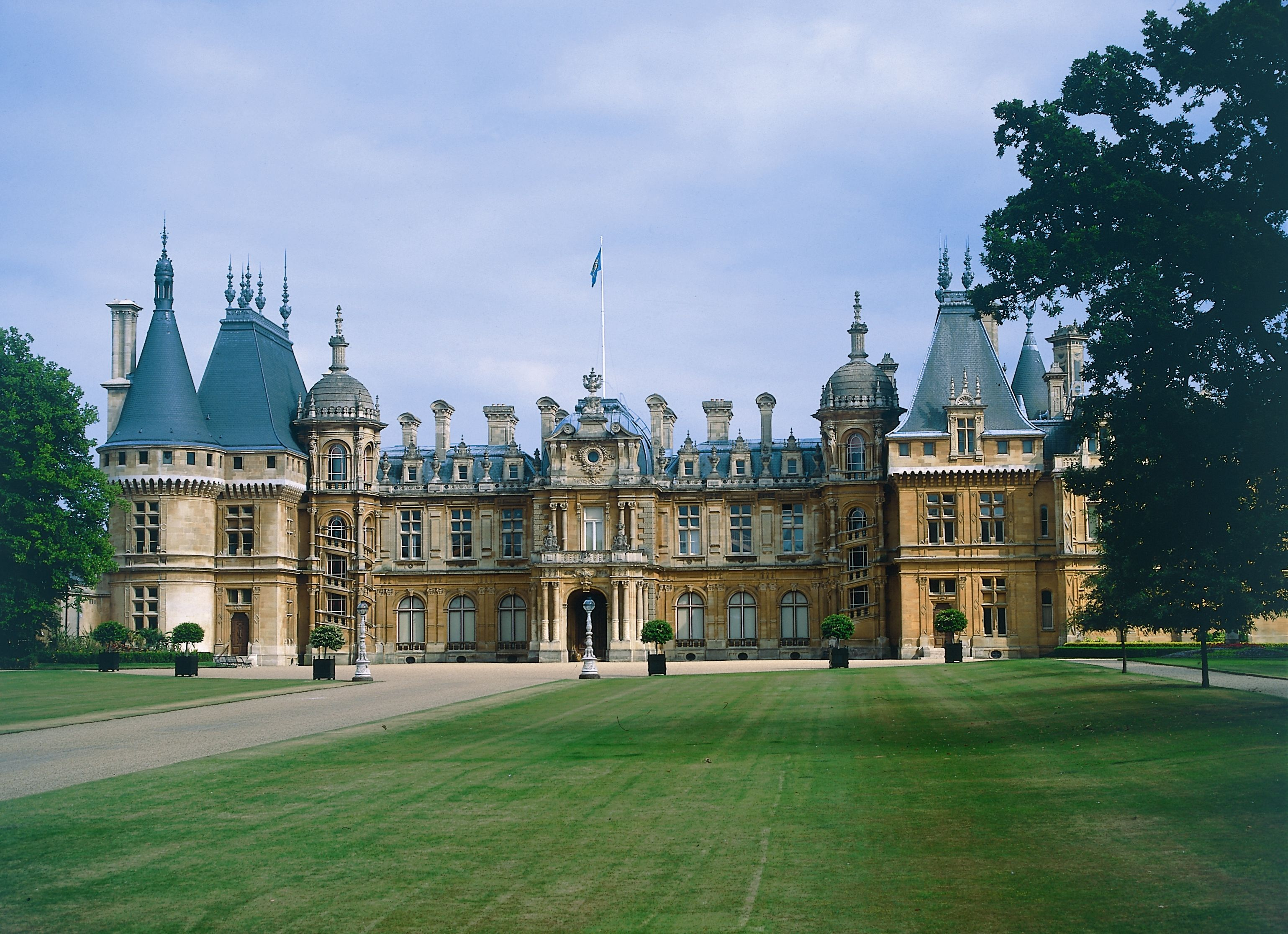 Manor houses blenheim palace in woodstock is a for Blenheim builders