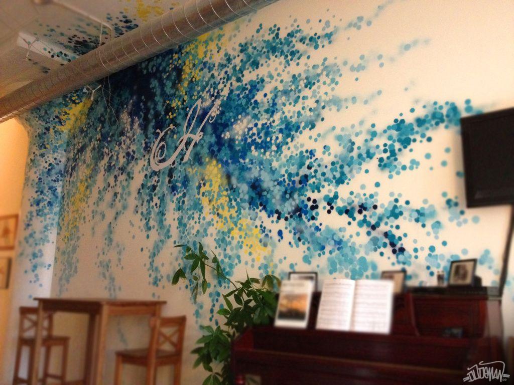 Grafiti en la pared de una oficina mi casa tu casa nuestra casa