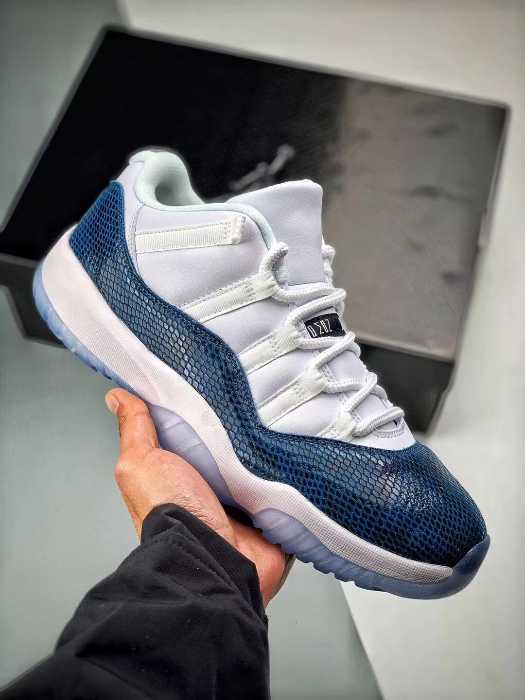 huge discount 7dda6 04256 NIKE AIR JORDAN 11 LOW NAVY SNAKERSKIN CD6846-102
