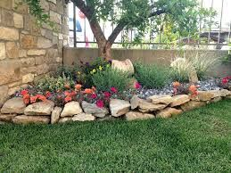 Risultati immagini per aiuole con sassi aiuole giardino for Giardini e aiuole
