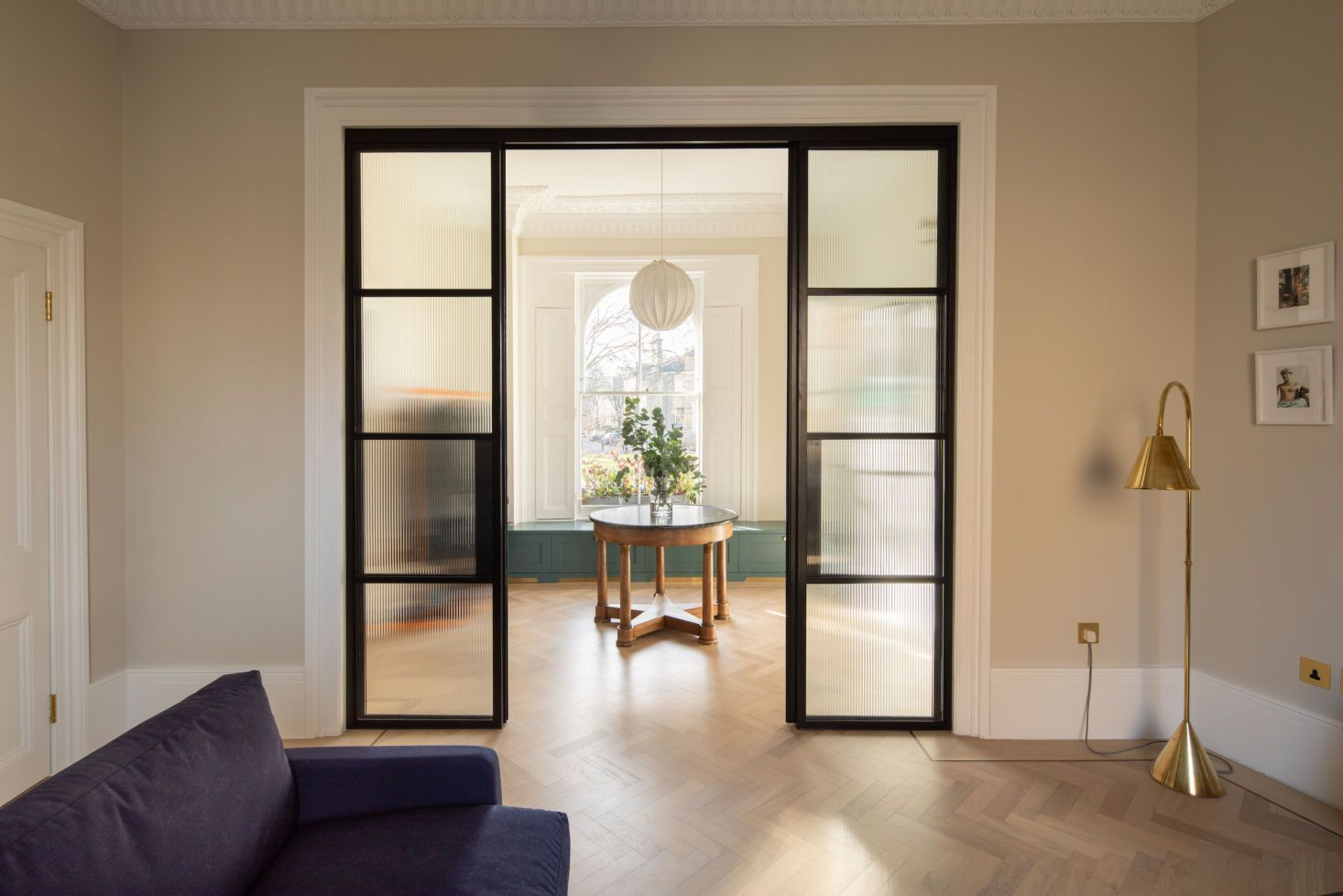 Historical Reinterpretation A Georgian Home Updated For A Young Family By Fraher Findlay Remodelista In 2020 Artist House Georgian Homes Home