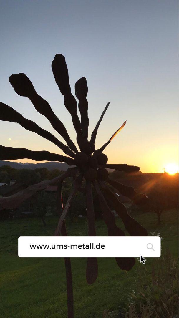Eine tolle Auswahl an Skulpturen, Rankstäbe und Garten-Accessoires finden Sie unter ums-metall.de