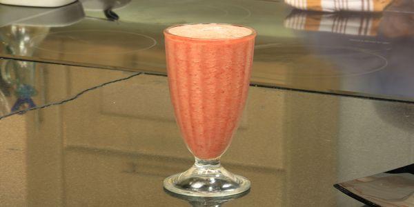 Cbc Sofra طريقة تحضير كوكتيل فراولة بالاناناس شريف الحطيبي Recipe Champagne Flute Glassware Milkshake