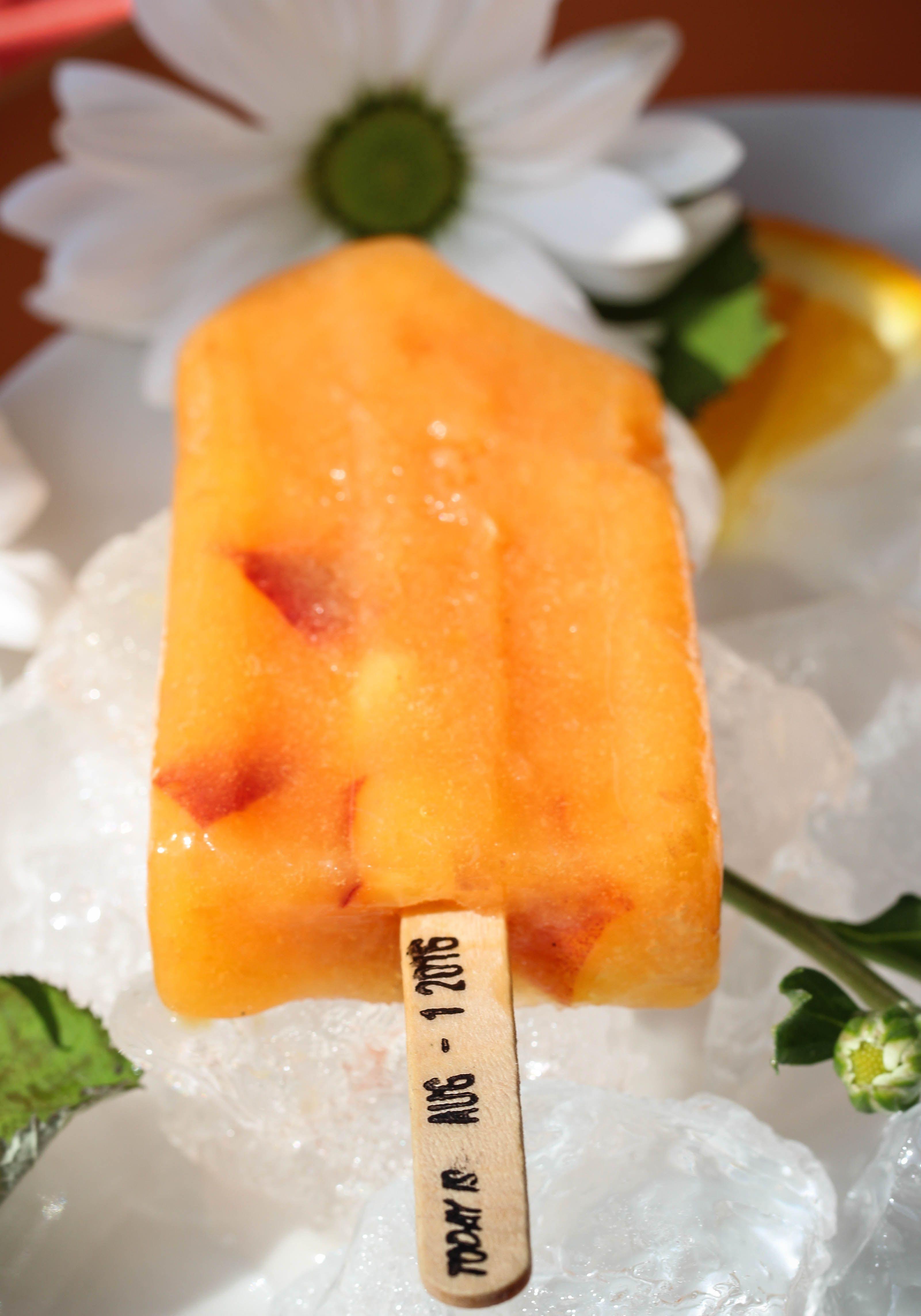 مثلجات بنكهة الخوخ المح مر والبرتقال Watermelon Food Fruit