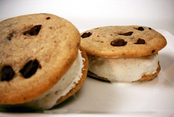 25 Easy Ice Cream Sandwich Recipes for a Sweet Summer Treat #icecreamsandwich