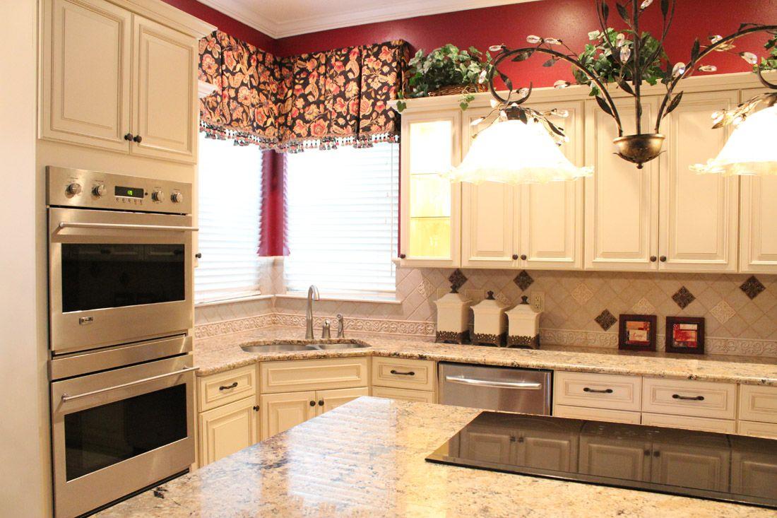 Fabuwood Cabinetry Wellington Door Style Wellington Ivory Granite Countertop Corner Kitchen Sin Kitchen Decor Modern Kitchen Remodel Kitchen Decor Lighting